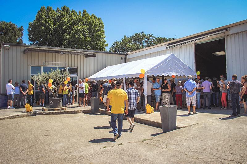 L'extérieur de l'entrepôt d'apiculture.net