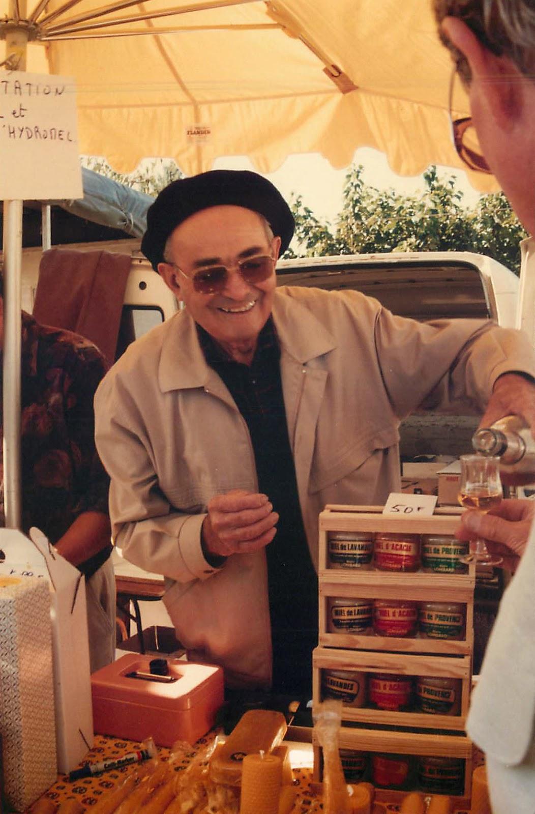 Coustellet, 20 septembre 1987, Paul Lombard au marché paysan