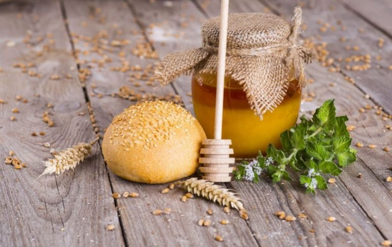 Everything you need to know about Manuka honey